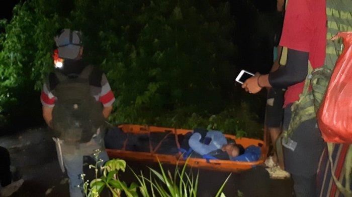 Tim SAR Butuh 6 Jam Lakukan Evakuasi, Angkut Pendaki yang Terjatuh di Cadas Gunung Marapi