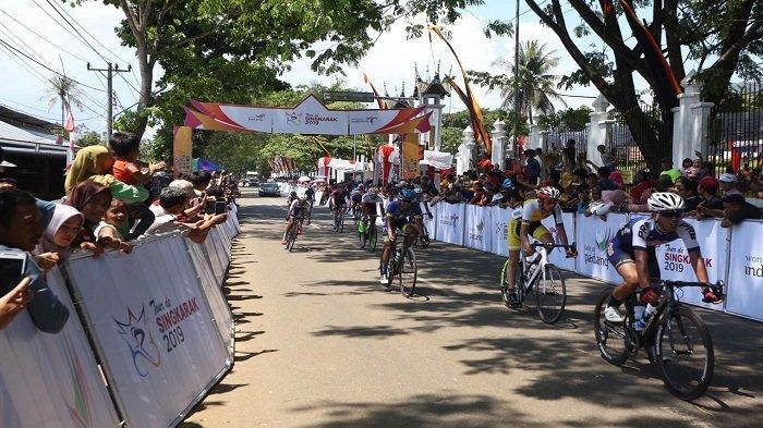 Pebalap dari Sapura Cycling Team Juara Etape 1 Tour de Singkarak 2019