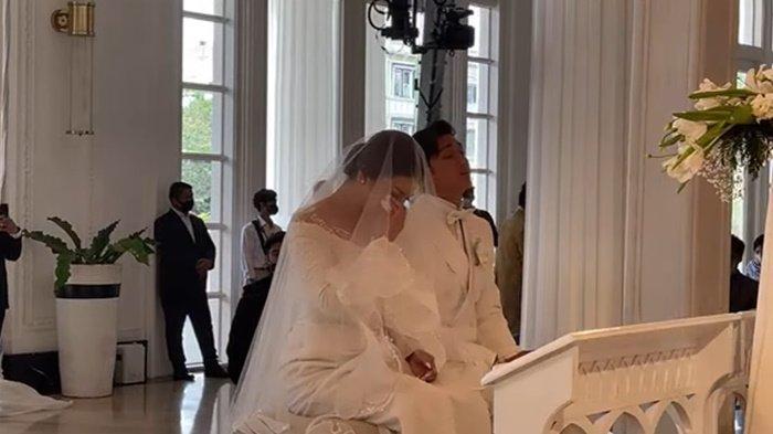 Felicya Angelista menangis haru ketika mendengarkan khotbah pernikahan