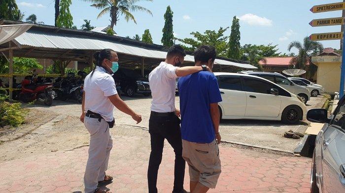 Tim Opsnal Gagak Hitam Sat Reskrim Polres Padang Pariaman saat mengamankan pelaku pencurian sepeda motor milik korban seorang petani belum lama ini.   (Istimewa)