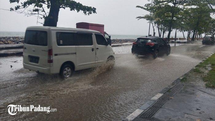 Hujan Mengguyur Padang, Jalan Samudera Terggenang, BPBD Minta Masyarakat Waspada