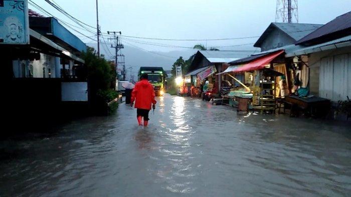 Hujan Mengguyur Padang, Genangan Air Tersebar di 14 Titik, 50 Rumah Terendam Banjir