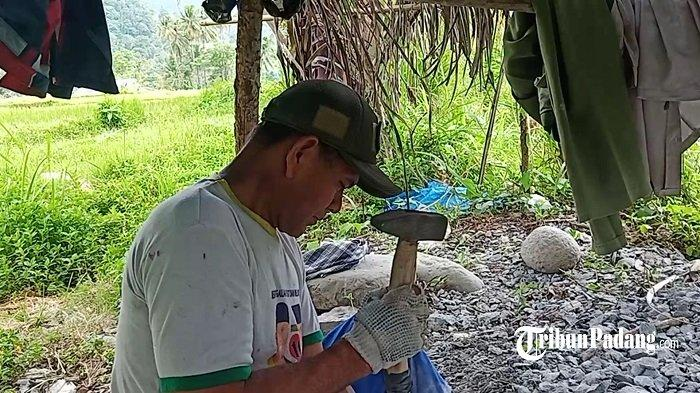 Melihat Langsung Perajin Batu Giling di Lubuk Kilangan Kota Padang, Butuh Konsentrasi dan Kesabaran