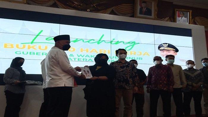 Buku 100 Hari Kerja Gubernur dan Wagub Sumbar Mahyeldi-Audy Diluncurkan
