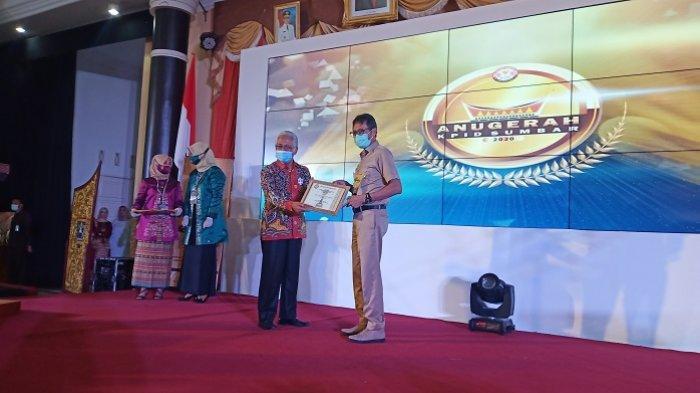 Daftar Peraih Anugerah KPID Sumbar 2020, Gubernur Irwan Prayitno sebagai Tokoh Inspiratif