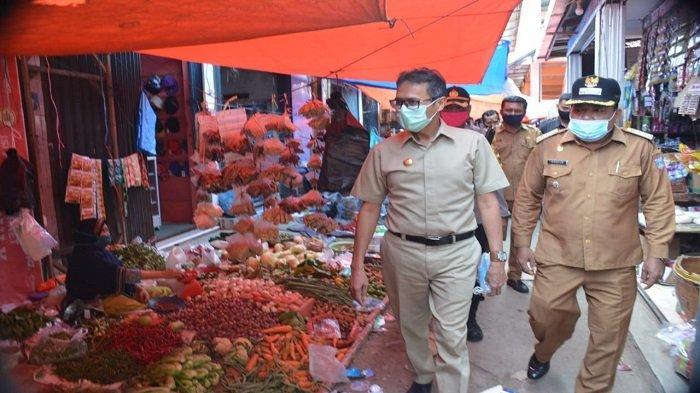 gubernur-sumbar-irwan-prayitno-saat-meninjau-pasar-tradisional.jpg