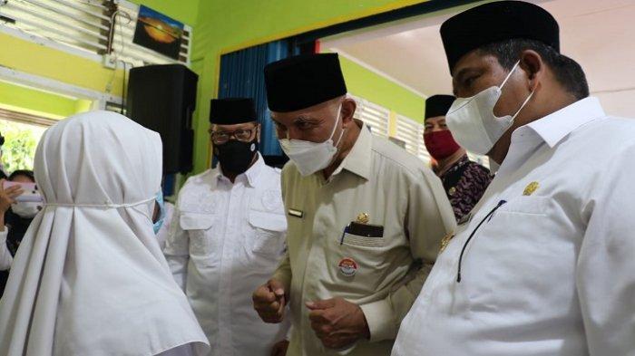 Vaksinasi Pelajar di Padang Pariaman Dilanjutkan, Bupati Suhatri Bur: Kita Butuh Dosis Tambahan