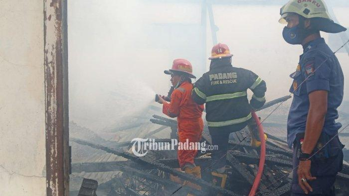 Gudang Dinas Pertanian Sumbar Terbakar: Arsip, Pestisida hingga 3 Sepeda Motor Hangus