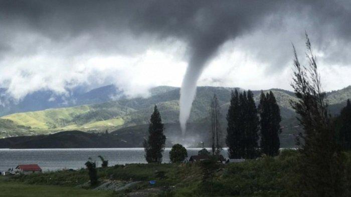 Update Fenomena Alam Waterspout di Danau Kembar Kabupaten Solok, BMKG Imbau Masyarakat Waspada