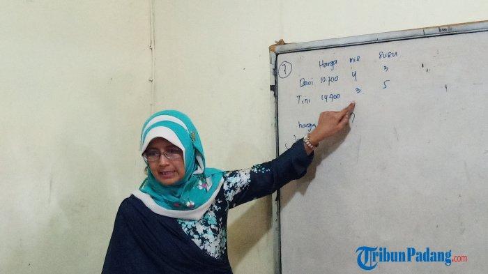 Guru SMPN 7 Padang Video Call dengan Presiden Joko Widodo, Anak-anak Mengira Saya 'Ngeprank'