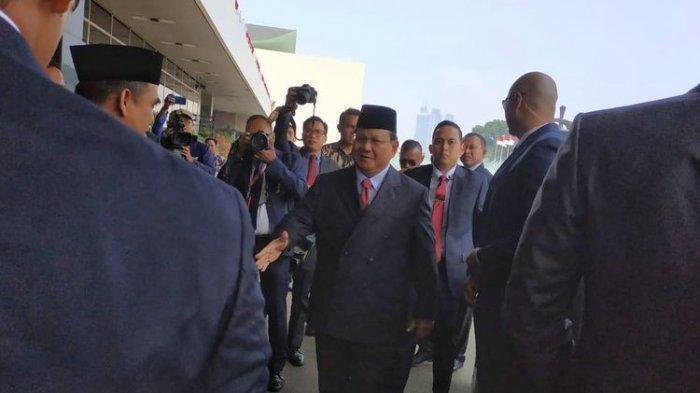 Prabowo-Sandiaga Semobil Datang untuk Hadiri Acara Pelantikan Jokowi-Ma'ruf