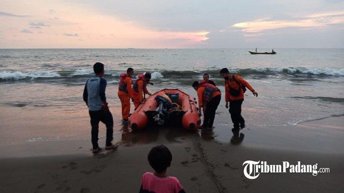 Perahu Karet Dikerahkan Upaya Pencarian Anak Hanyut di Pantai Puruih, Camat: Korban Bernama Rizki