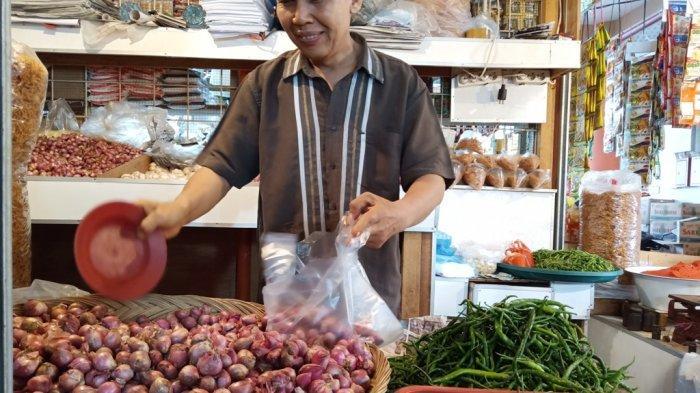 Harga Kebutuhan Pokok di Pasar Raya Padang Sabtu (29/5/2021), Bawang Merah dan Cabai Hijau Naik
