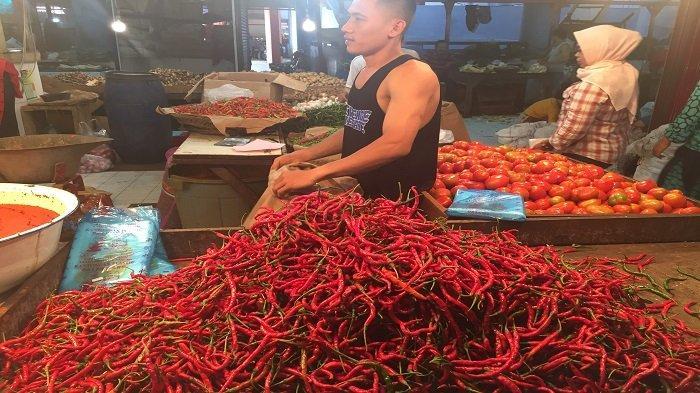 Harga Kebutuhan Pokok di Pasar Raya Padang Hari Ini, Cek Daging dan Telur Ayam