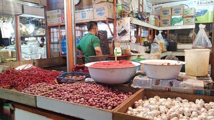 Harga Kebutuhan Pokok di Pasar Raya Padang Hari Ini, Telur Ayam Kampung dan Bawang Merah Naik