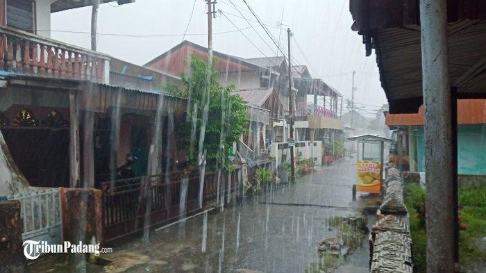 Prakiraan Cuaca Padang Hari Ini, Peringatan Dini BMKG Potensi Hujan Disertai Petir Sore hingga Malam
