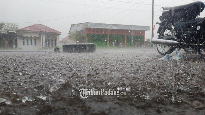 INFO BMKG: Padang dan 14 Daerah Sumbar Lainnya Diguyur Hujan Lebat Siang hingga Malam Ini