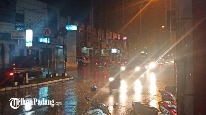Hujan Guyur Padang, BPBD Keluarkan Peringatan Waspada Banjir, Longsor dan Pohon Tumbang