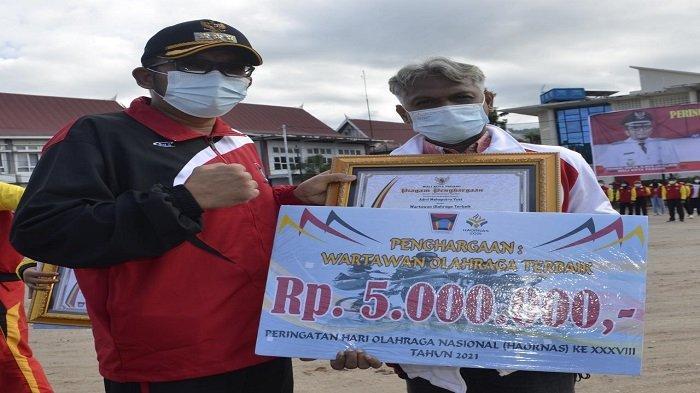 Peringatan Haornas di Kota Padang, Adril Mahaputra Terpilih Jadi Pewarta Olahraga Terbaik Tahun 2021