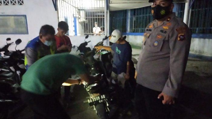 Razia Depan Polsek Lubeg Sepeda Motor Pakai Knalpot Racing Ditilang, Pemilik Harus Bawa Knalpot Asli