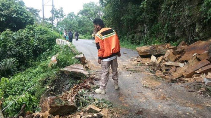 Material Longsor Batu Di Tanah Datar Sumbar Dibersihkan Jalur Ke Puncak Pato Kembali Lancar Halaman 2 Tribun Padang