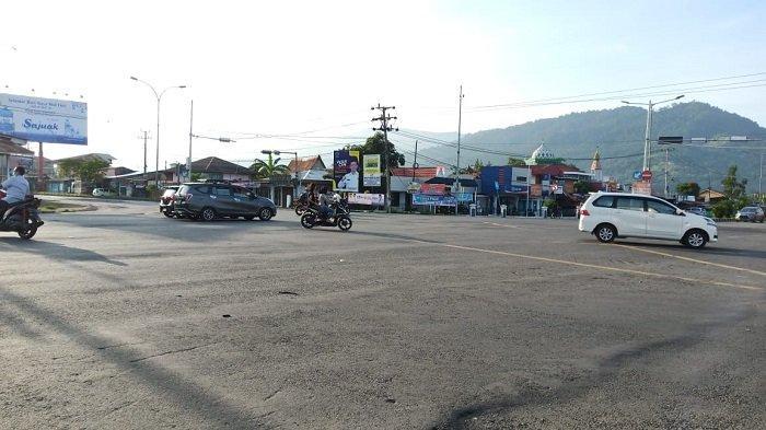 Jalan By Pass Lubuk Begalung Kota Padang Sepi, Sebagian Masyarakat Jalan Kaki ke Masjid