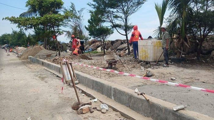 Pengerjaan Jalur Pejalan Kaki di Pantai Padang Dilanjutkan, Upaya Percantik Objek Wisata