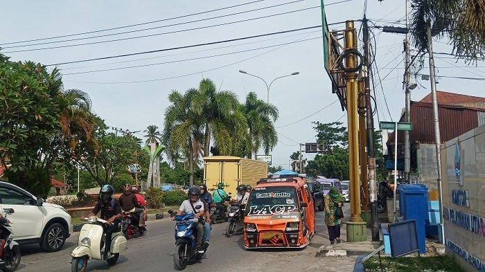 Potret Kemacaten di Jalan Adinegoro Padang, Proyek Pembangunan Jembatan Linggarjati Berlanjut