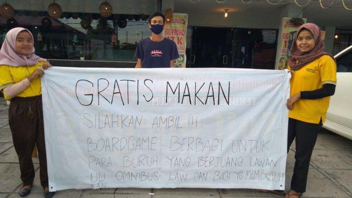 Kafe Boardgame Padang Sediakan Nasi Kotak Gratis untuk Peserta Demo UU Cipta Kerja