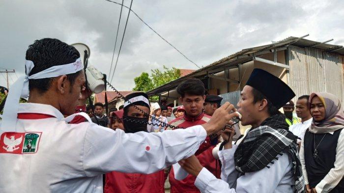 Demo Depan Kantor KPU Sumbar Massa KAMMI Baca Surat Yasin, Sampaikan 6 Maklumat KAMMI Padang
