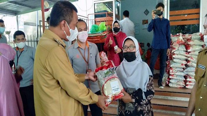 6.100 KK Di Kota Pariaman Siap Terima Bantuan Terdampak PPKM, Sri Utami Turut Bersyukur