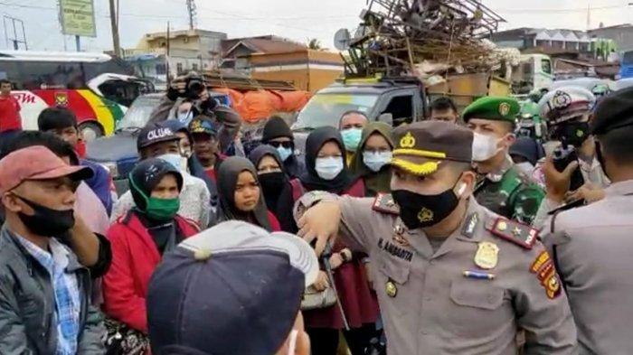 Mohon Diizinkan Masuk Sumbar, Penumpang dari Medan yang Tertahan di Pekanbaru: Bus Kami Rusak Pak