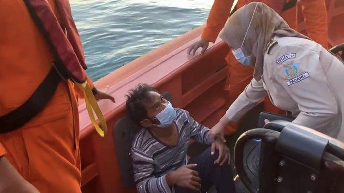 Satu Penumpang Kapal Karam di Padang Pariaman Diselamatkan, Korban Dievakuasi di Teluk Bayur Padang
