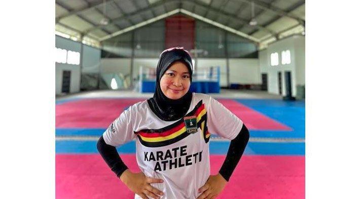 Karateka Sumbar Fadila Rahmi Harus Puas Raih Medali Perak PON Papua 2021, Tuan Rumah Unggul di Final
