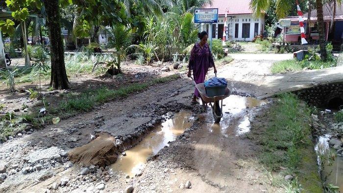 Banjir Genangi Nagari Sungai Buluh Timur Kabupaten Padang Pariaman, Ruas Jalan Rusak Terkikis Air