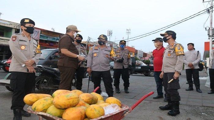 Kapolda Irjen Pol Toni Harmanto Hadir di Pasar Raya Padang, Tinjau Kesiapan Menuju New Normal