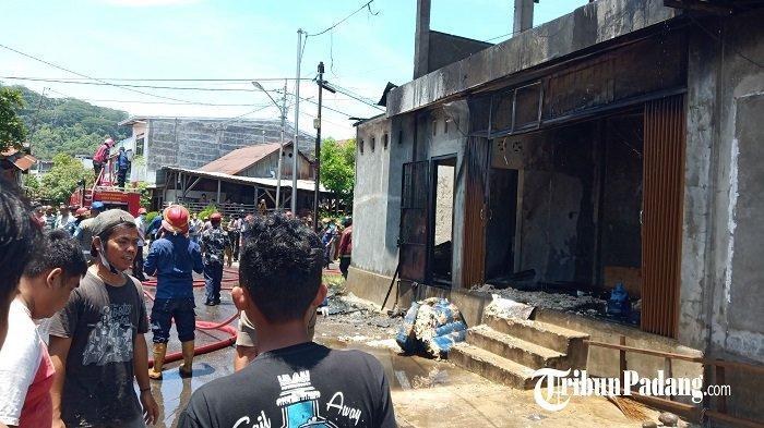 Satu Unit Kedai Menjual Gas Elpiji dan Minyak Tanah Terbakar di Kampung Nias, Kota Padang