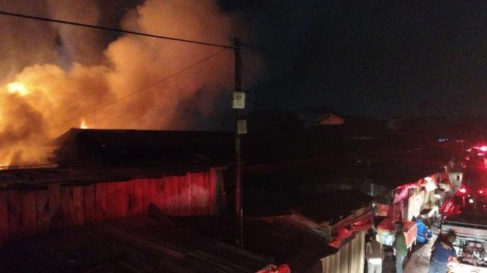 Kebakaran di Pasar Bawah, Air Tajungkang Tengah Sawah, Kota Bukittinggi, Sumbar, Sabtu (11/9/2021).