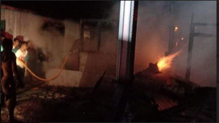 Api Lalap Sebuah Rumah di Padang Pariaman Rabu Dini Hari, Datangkan Pemadam dari Pariaman dan Agam