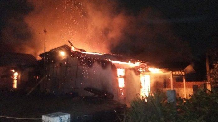 Rumah Warga di Lubuk Buaya Padang Terbakar, Anak Korban Lihat Api di Loteng saat Terbangun