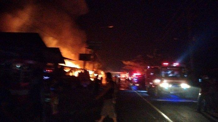 8 Kios Pedagang Hangus Terbakar di Jorong Simpang 4 Tanjung Pati, Kabupaten Limapuluh Kota