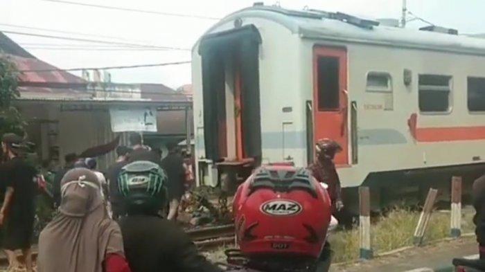 Tabrakan Kereta Api SibinuangVs Sepeda Motor di Lubuk Buaya Padang, Kereta Menuju Pariaman