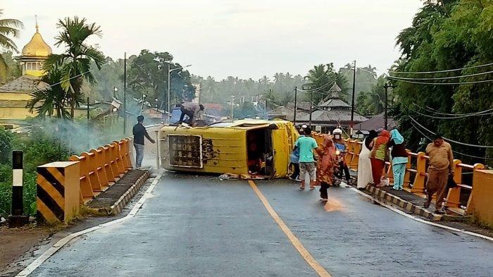 Bus vs Sepeda Motor di Jembatan Jariang, Seorang Pelajar Berseragam SMK Tewas