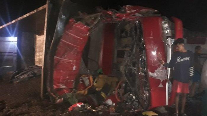 Rem Blong, Truk Bermuatan Cangkang Sawit Tabrak 6 Kendaraan di Indarung Padang, Sopir Tewas