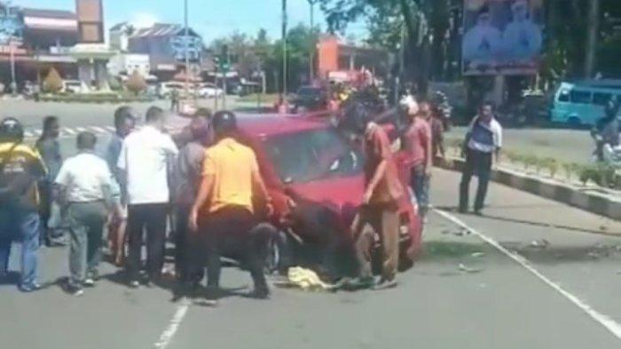 POPULER PADANG - Pecah Ban, Mobil Warna Merah Terbalik| Dugaan Kumpul Kebo 11 Muda-mudi