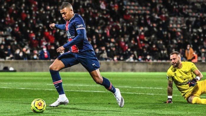 Kylian Mbappe mencetak gol dalam laga Nimes vs PSG di pekan ke-7 Liga Prancis, Jumat (16/10/2020) di Stade des Costieres