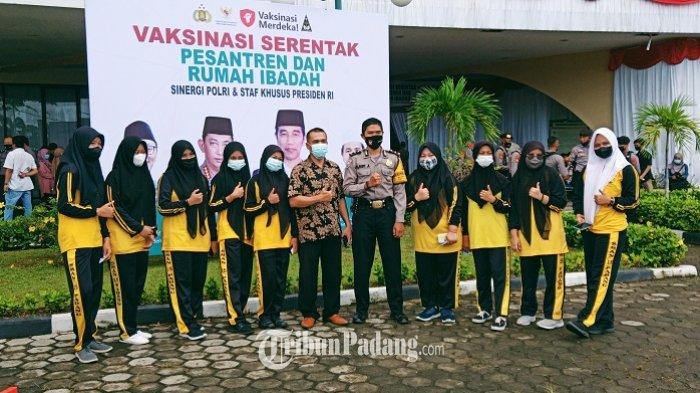 2 Hari Vaksinasi Massal di Masjid Raya Sumbar, Kapolresta Padang: 20 Ribuan Orang Disuntik