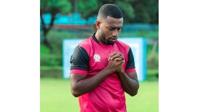 Pemain Belakang Semen Padang FC Kelvin Wopi Cedera Engkel, Terpaksa Latihan Terpisah