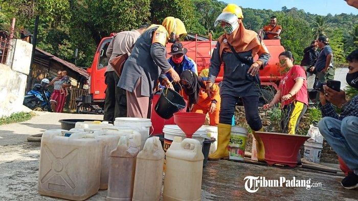 Musim Kemarau: Camat Bungus Teluk Kabung Kota Padang Sebut Petani Siram Sawah Secara Manual