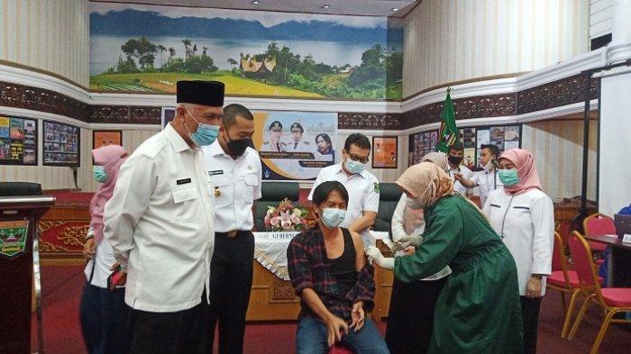 Puluhan Jurnalis di Padang Disuntik Vaksin Covid-19, Ketua IJTI Sumbar: Ikhtiar bagi Kita